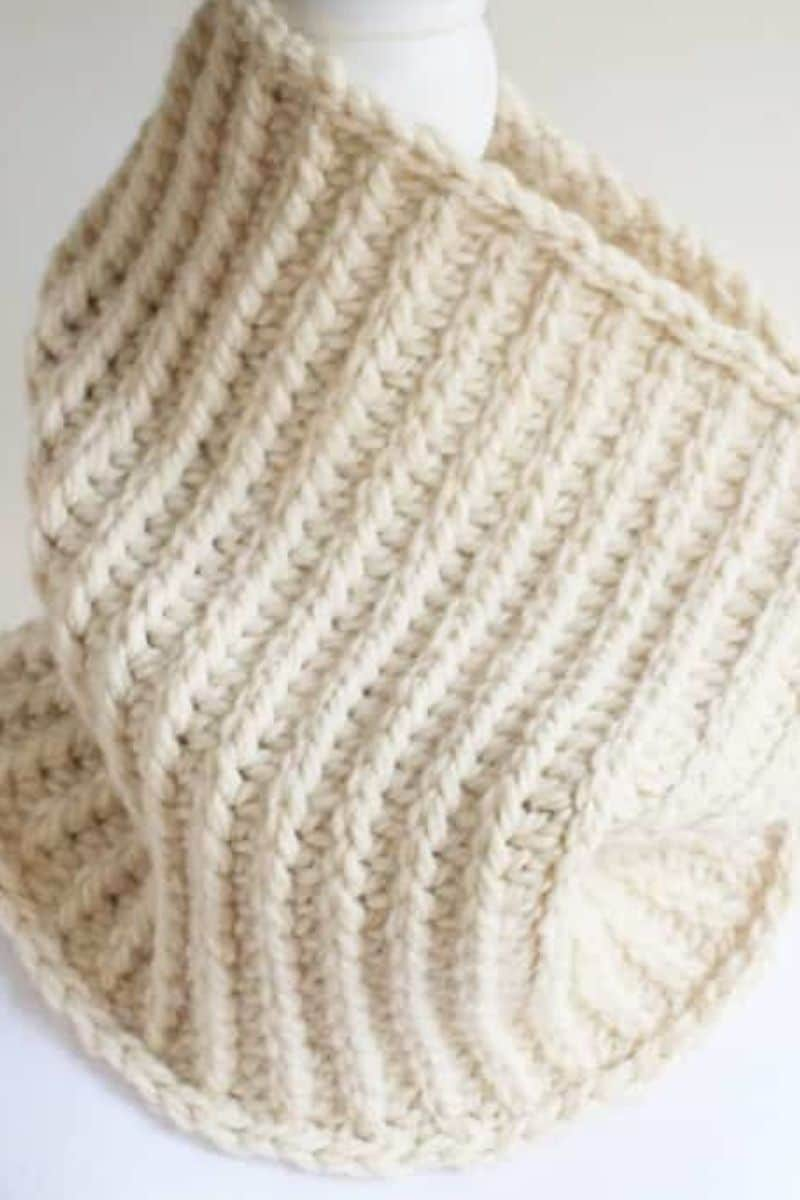 White cowl pattern