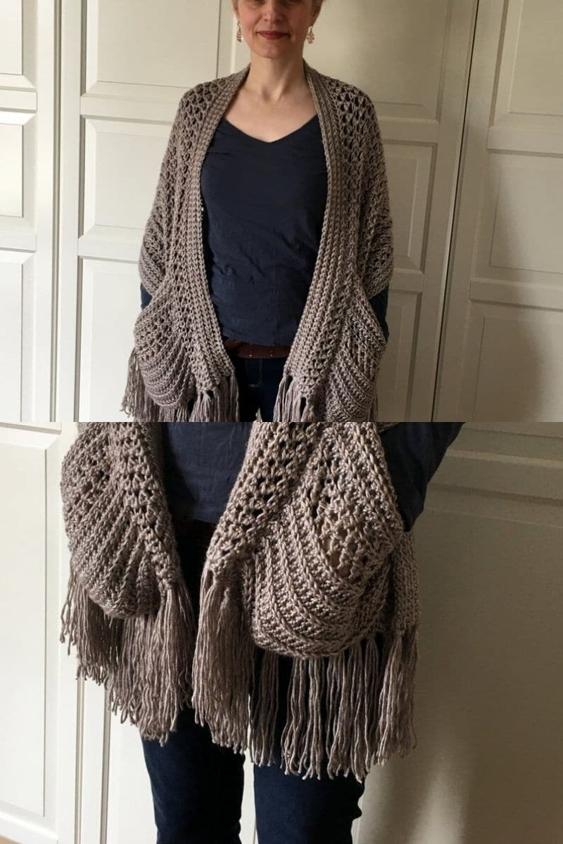 Crochet scarf with pockets