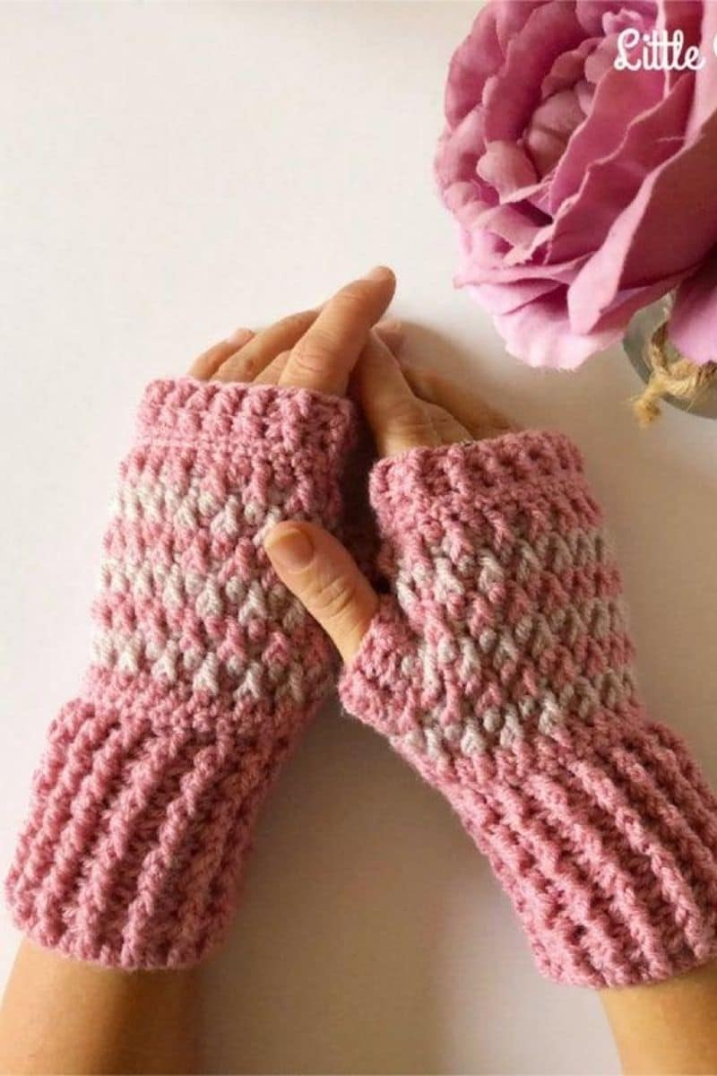 Pink cable gloves
