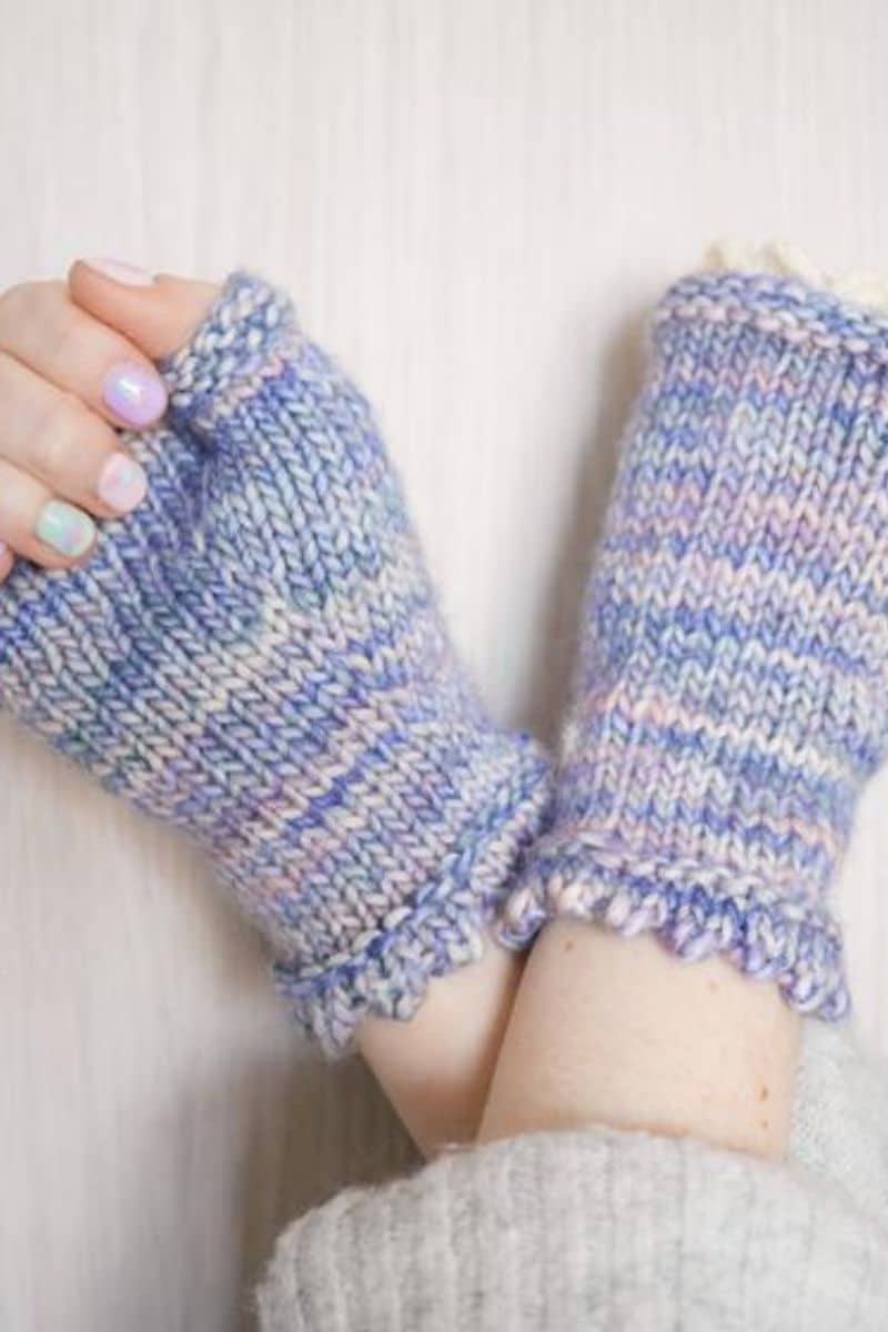 Fingerless mittens with lace detail