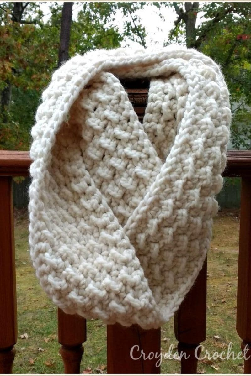 White cloud puff scarf