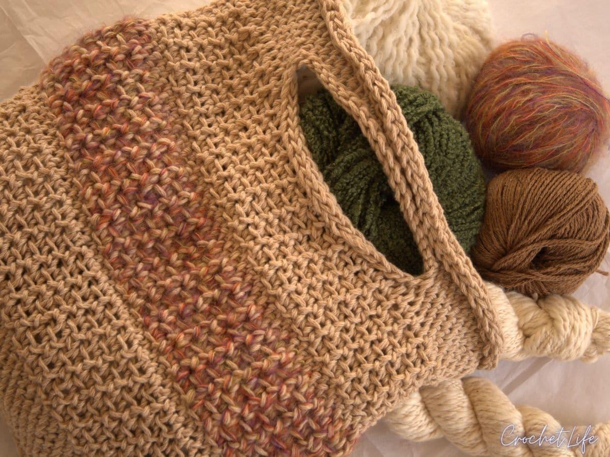 Crochet bag with yarn
